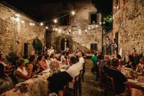 Tovaglia a Quadri: una cena toscana per un teatro da replicare