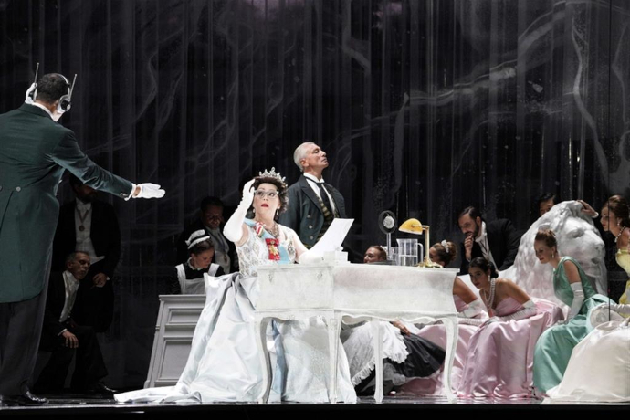 Karine Deshayes in Elisabetta regina d'Inghilterra al ROF (photo: Studio Amati/Bacciardi)
