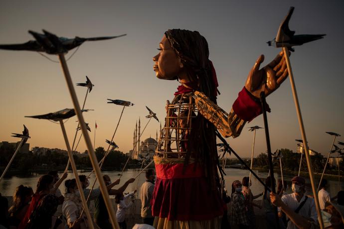 Amal in giro per il mondo (photo_ walkwithamal.org)