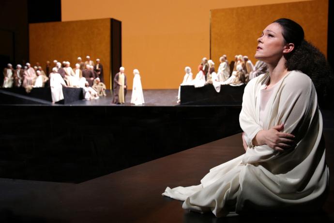 In primo piano Eleonora Buratto (photo: rossinioperafestival.it)